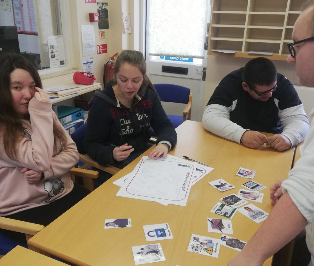 Peer Educator Emile running a Staying Safe Online session.
